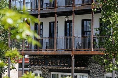 surf-hotel-chateau-buena-vista-contemporary-colorado-boutique-hotel-buena-vista-colorado-wedding-venue-wesley-rose-restuarant-lobby