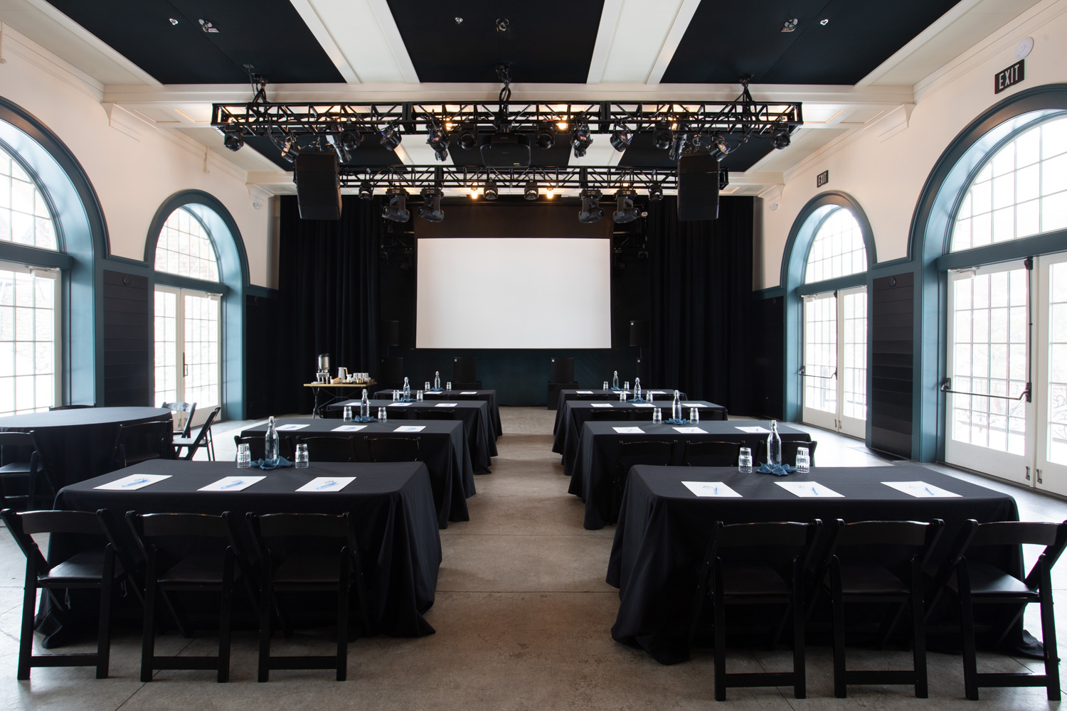 Ivy-Ballroom-Surf-Hotel-Events-Meetings-Space-Corporate-Gathering-Projector-Buena-Vista-colorado-retreat
