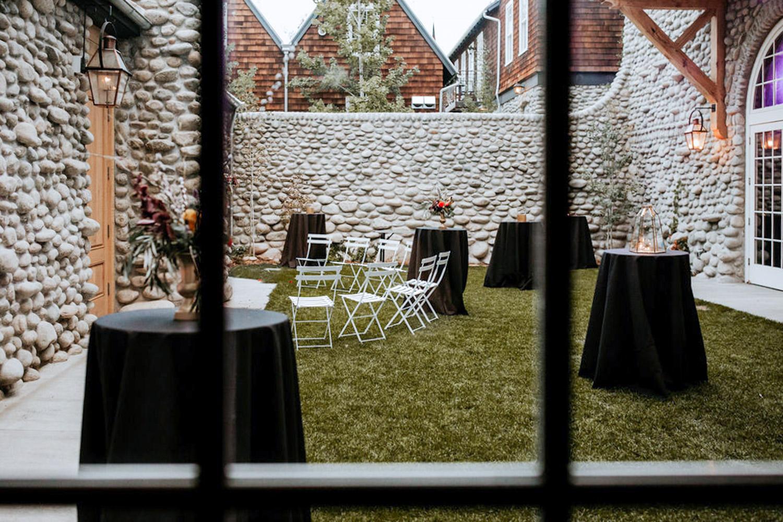 courtyard-Colorado-room-Surf-Hotel-Events-Meetings-Space-Corporate-Gathering-Projector-Buena-Vista